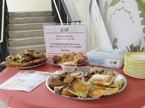 Lecker Kuchen und Spenden für die Kinder der Schule