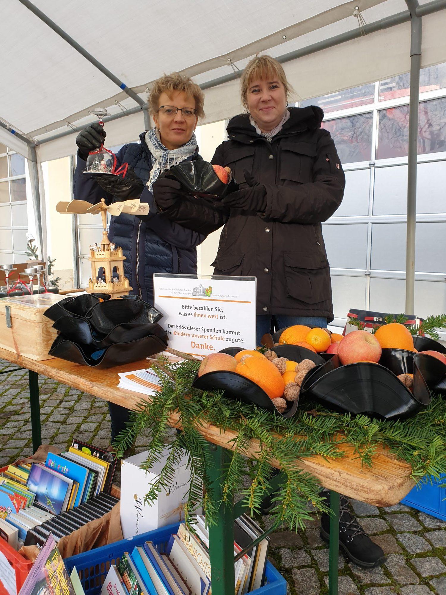 Astri Vogt und Daniela Fritsche auf dem Lockwitzer Weihnachtsmarkt